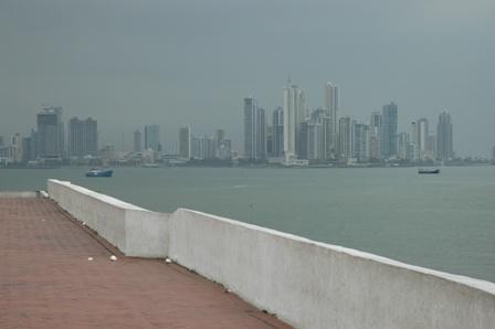 Tunge skyer over Panama City