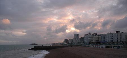 Dramatiske skyer over Brighton og West Pier