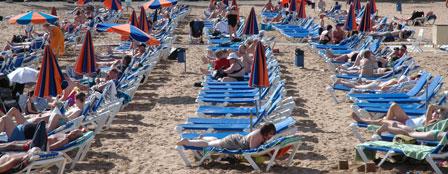 Strandhygge på de blå solbænke