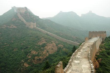 Muren fortsætter ubarmhjertigt..