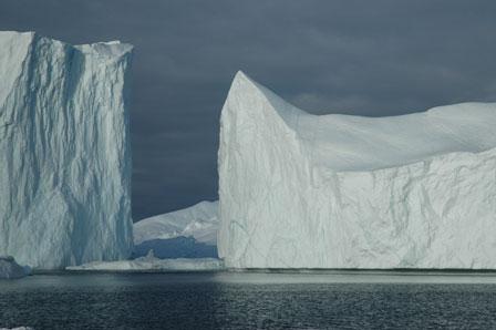 Den koboltblå isfarve findes kun i isbjerge