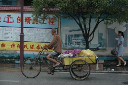 Alle trodser regnen i Guilin
