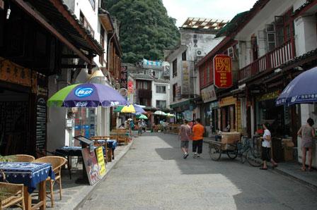 Hotel Explorer ligger roligt i en lille gade.