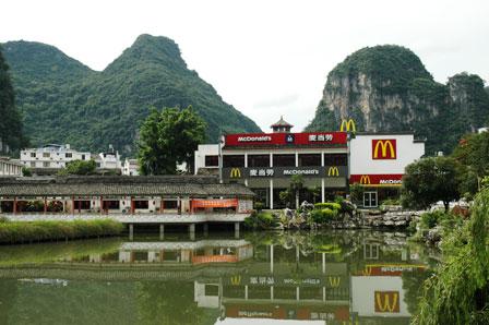 McDonalds Yangshou :-( Men smukt beliggende.