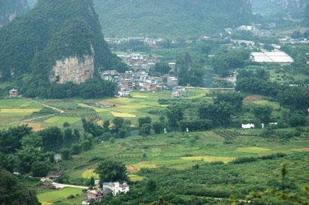 Udsigt over Yangshuo området fra Moon Hill